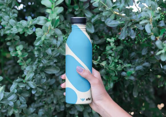 Botella de aluminio sostenible